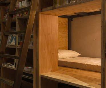 Suppose Design Office : Book and Bed, auberge de jeunesse/bibliothèque à Tokyo