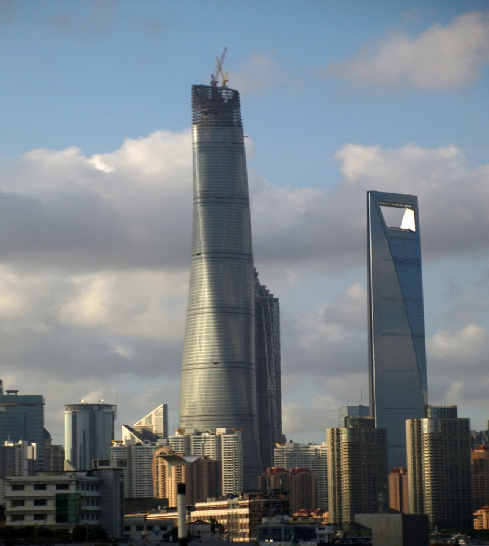 la tour de shanghai le plus haut immeuble de chine floornature. Black Bedroom Furniture Sets. Home Design Ideas