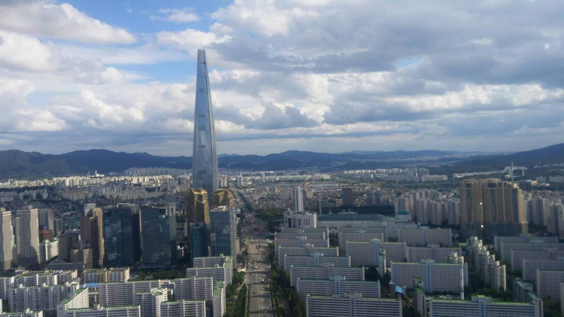 La Lotte World Tower, le cinquième plus haut gratte-ciel au monde, est à Séoul