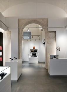 DC10 un projet de surfaces pour le Leica Store de Rome