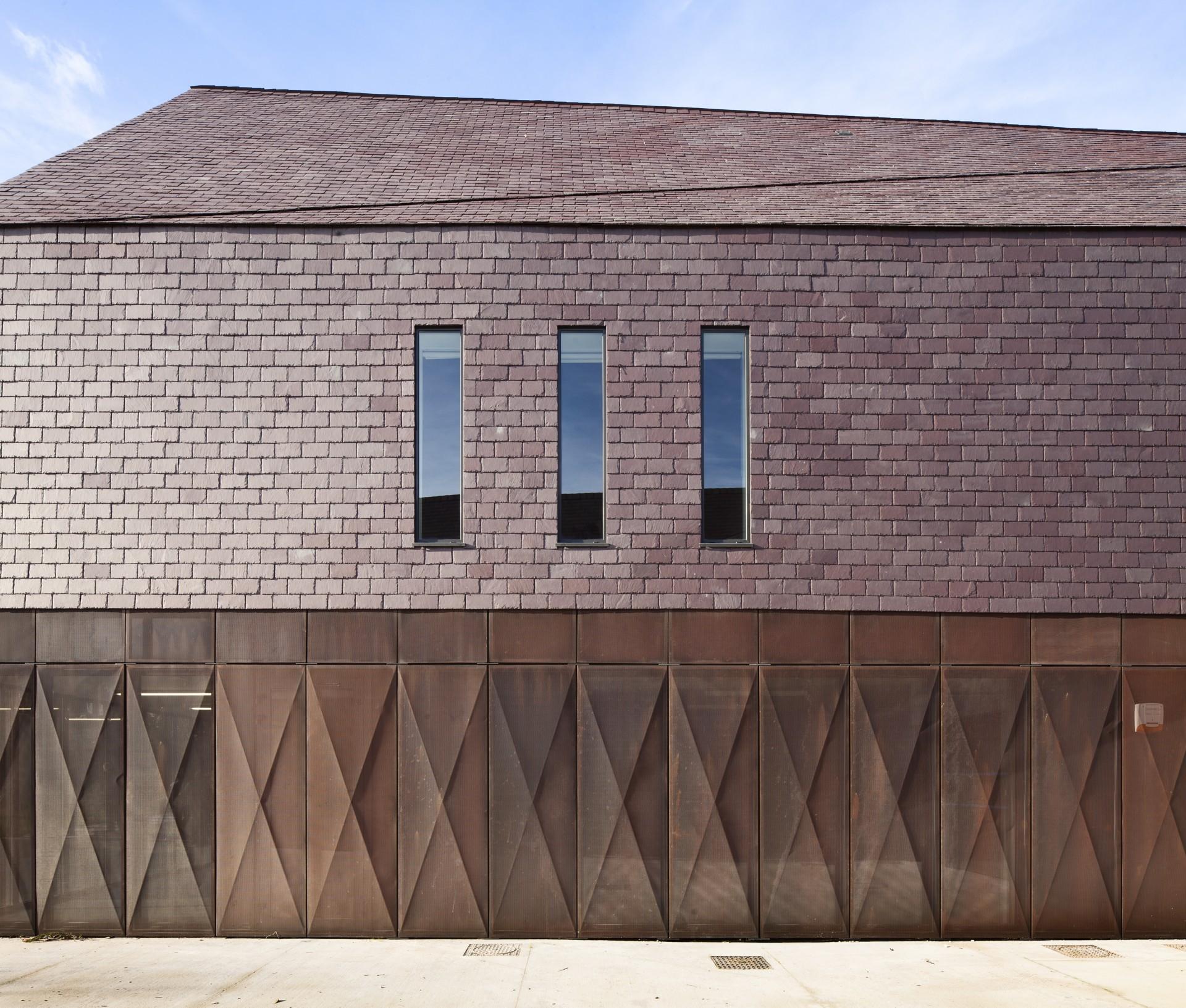 Livre : Dans le pli d'un drapé – In the fold of a drape. Atelier d'architecture Vincent Parreira.