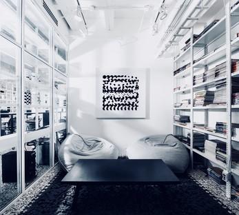 Nouveau siège en noir et blanc à Monterrey pour les designers mexicains Cadena Asociados