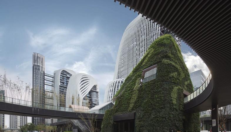 Le Nanjing Zendai Himalayas Center de MAD Architects bientôt achevé