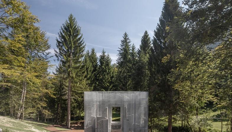 Edoardo Tresoldi Simbiosi 'uvre spécifique au site pour Arte Sella - Dolomites Trentin-Haut-Adige