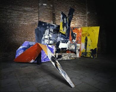 Alvisi Kirimoto conçoit l'installation de l'exposition EMILIO VEDOVA au Palais Royal de Milan.