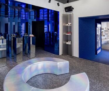 Piuarch signe un magasin de sneakers innovant à Milan