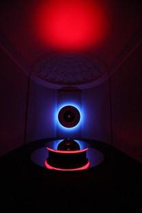 Adieu à Nanda Vigo la designer et artiste de la lumière