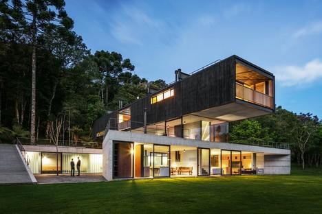UNA arquitetos signe le projet résidentiel Mantiqueira House à São Bento do Sapucaí