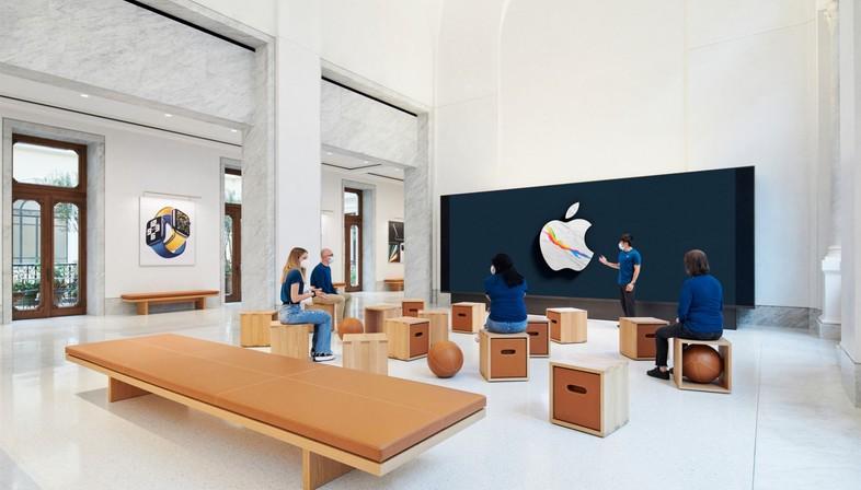 Foster + Partners Apple Via del Corso Rome