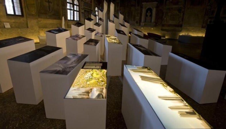 Table de l\'Architecture et exposition de Zaha Hadid | Floornature