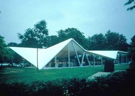 Serpentine Gallery Pavilion 2000 Designed by Zaha Hadid ph. Dafydd Jones