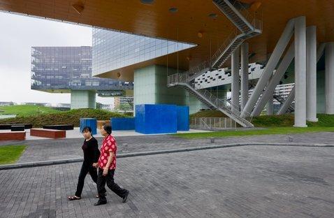 Vanke Center/Horizontal Skyscraper, Shenzen, China (both) (c) Iwan Baan