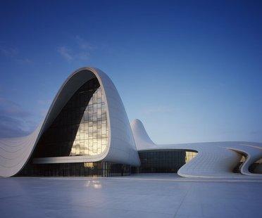L'Heydar Aliyev Center de Zaha Hadid remporte le Design of the year 2014
