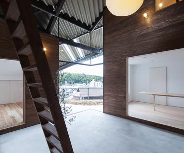 La Rain Shelter House d'y+M design à Yanogo (Japon)