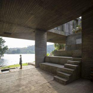 Pezo von Ellrichshausen termine la Guna House à Llacolén (Chili)
