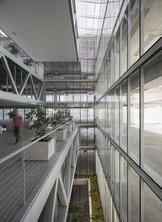 Undurraga Deves Arquitectos signe les bureaux de Santa Ana à Santiago