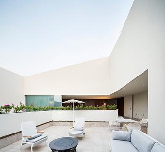 Wall house, du cabinet AGi Architects, à Khaldiya, Koweït (ville)