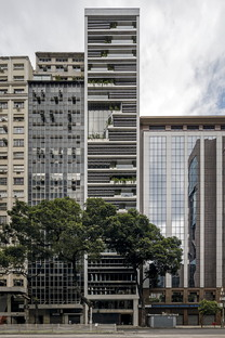RB12 de Triptyque et la réhabilitation de Rio de Janeiro