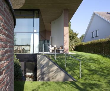 Lens°Ass Architects réalise la House V d'Overpelt (Belgique)