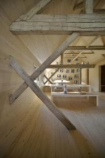 OFIS architects : grange alpine transformée en appartement touristique à Bohinj (Slovénie)