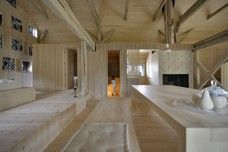 OFIS architects : grange alpine transformée en appartement touristique à Bohinj (Slovénie)