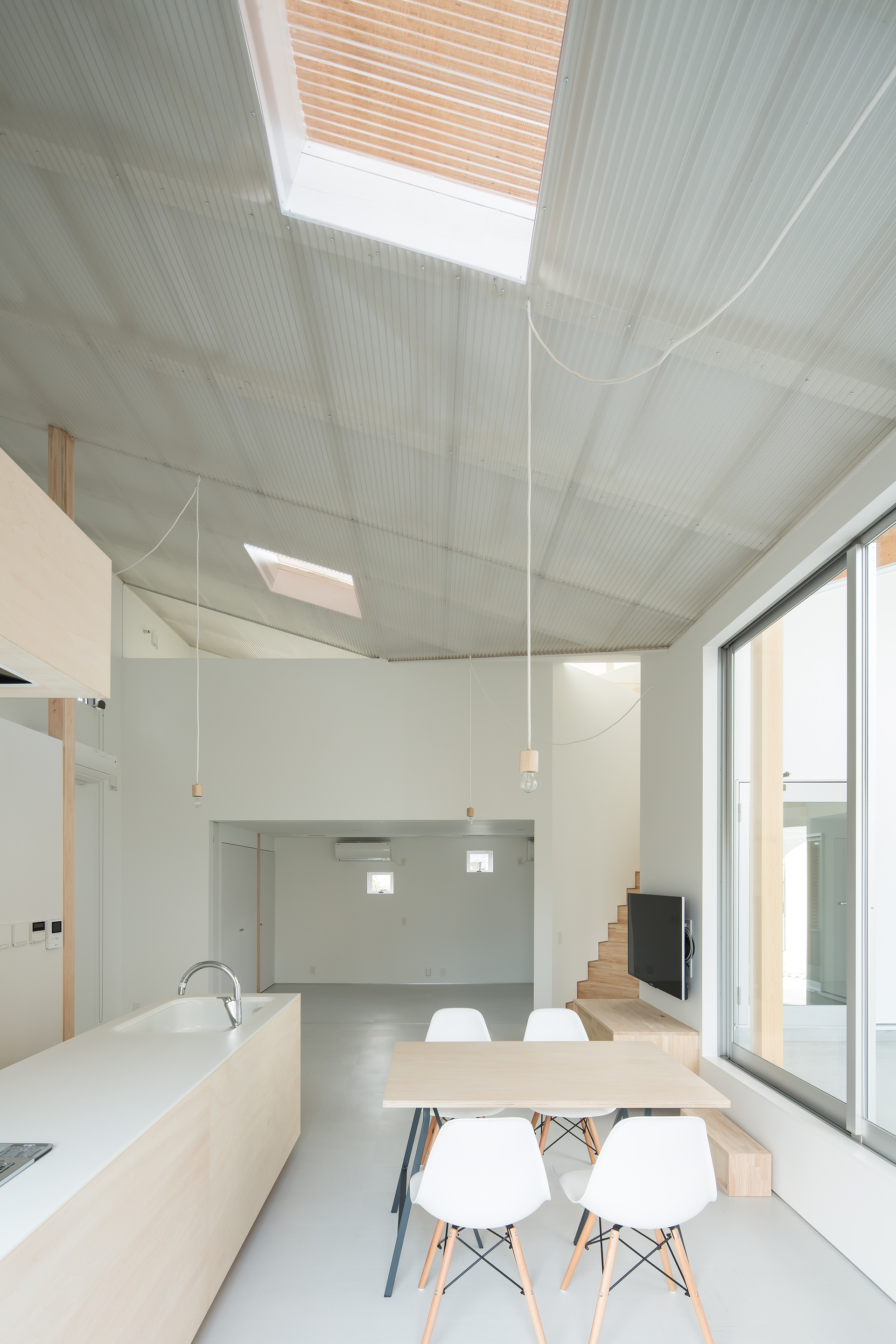 y+M design office et la Floating Roof House à Kobe