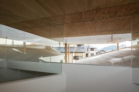 y+M design office et la Floating Roof House à Kobe