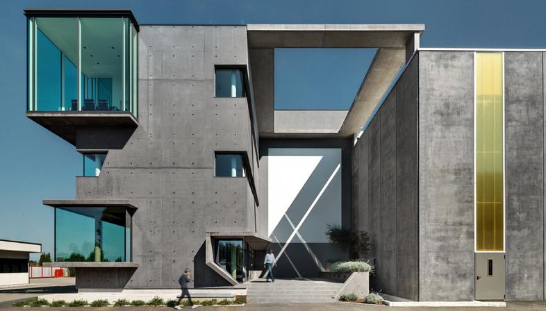 le cabinet d architectes dc10 realise les nouveaux bureaux de l ancien entrepo t sicad a uboldo. Black Bedroom Furniture Sets. Home Design Ideas