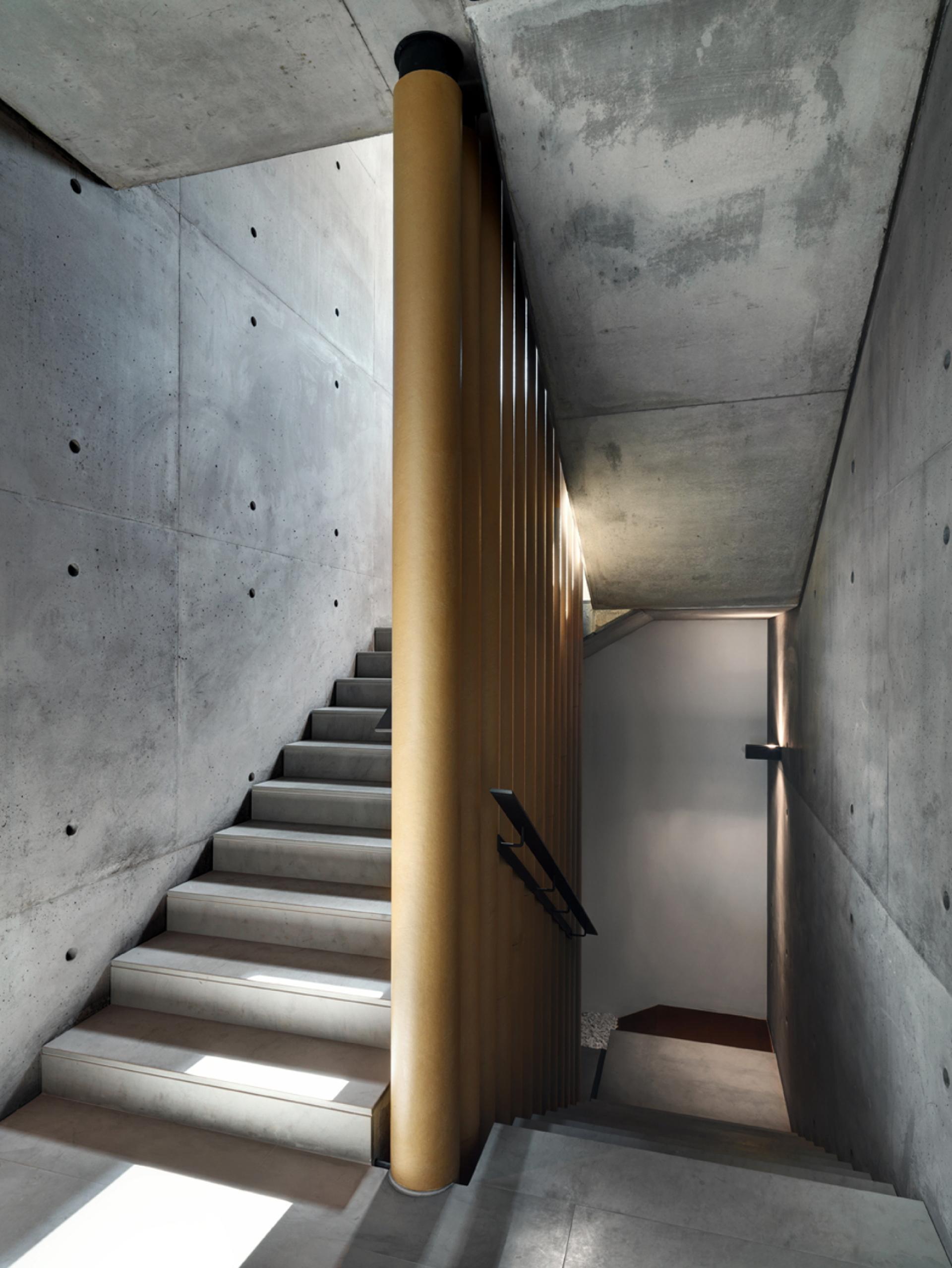 Le cabinet d'architectes DC10 réalise les nouveaux bureaux de l'ancien entrepôt SICAD à Uboldo (Varèse)