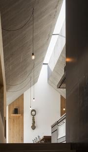 Dekleva Gregoric Architects : maison à cheminée de Logatec (Slovénie)