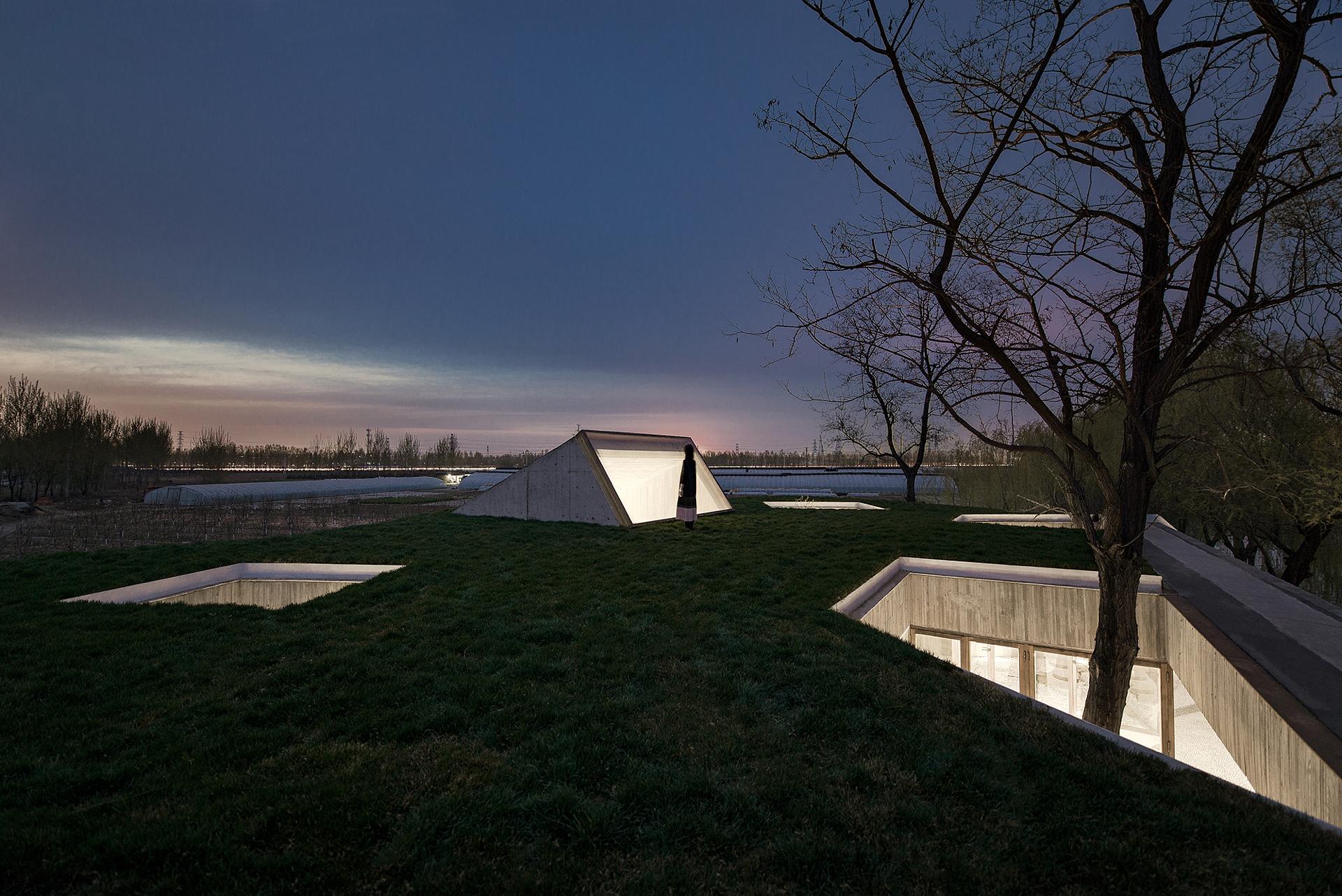 Archstudio réalise un temple bouddhiste sur les rives du fleuve à Tangshan (Chine)