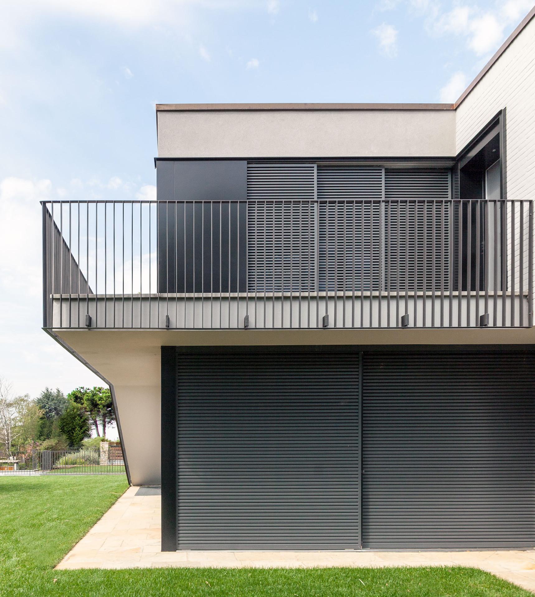 Casa MCR : le cabinet CN10 restructure et agrandit une villa