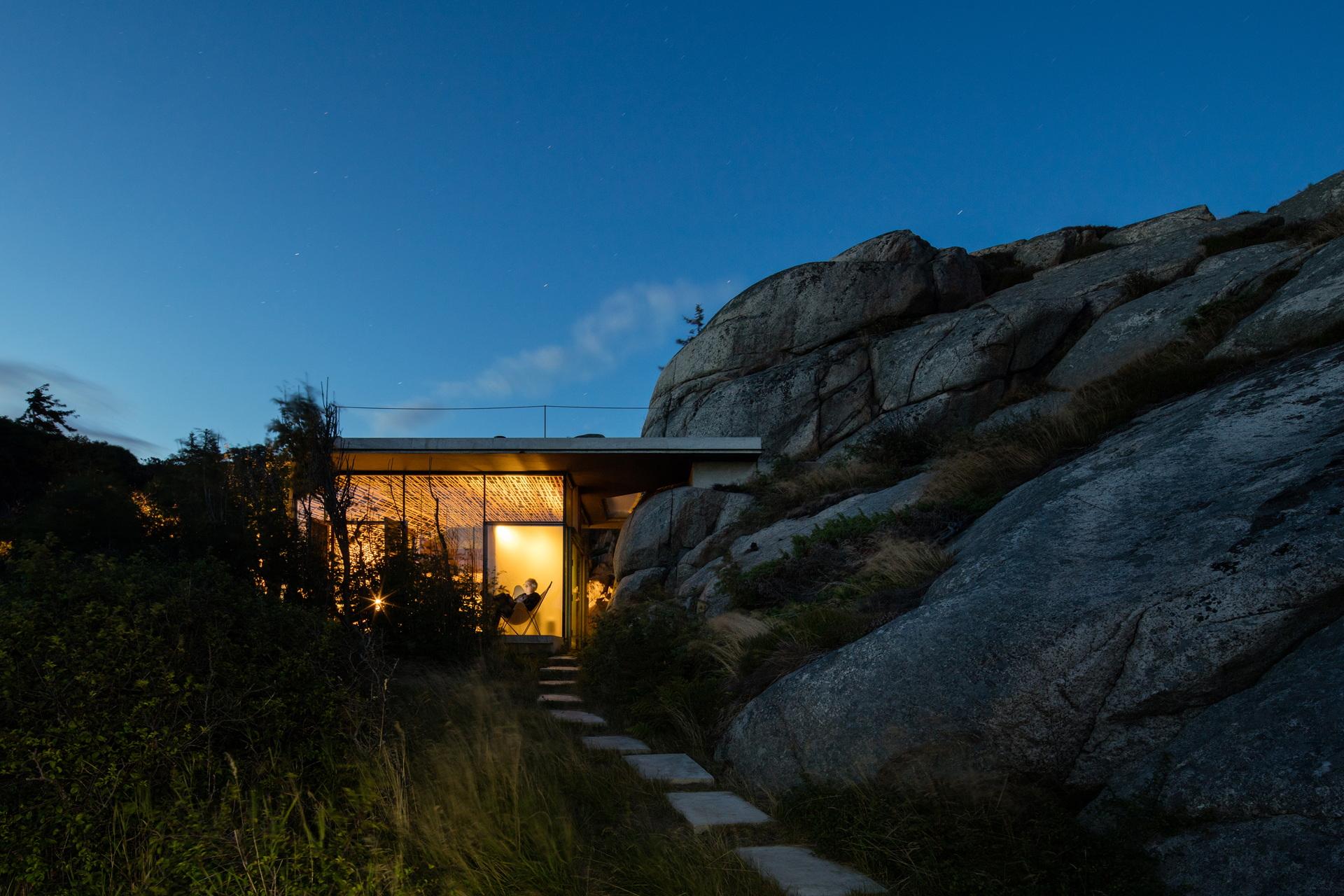Lund Hagem Architects signe la Cabin Knapphullet au cœur des fjords norvégiens