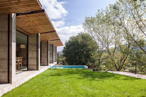Arnau estudi d'arquitectura signe Casa Retina à Santa Pau (Gérone)
