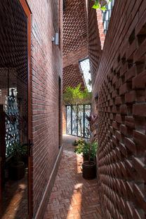 H&P Architects : Brick Cave à Hanoï