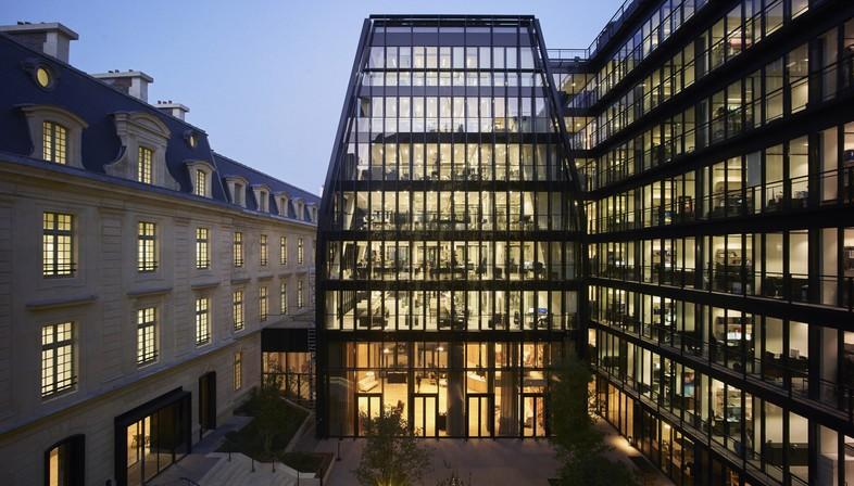 PCA-STREAM : rue de Laborde, transformation en bureaux d'une ancienne caserne royale parisienne