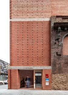 Harquitectes transforme l'ancienne cristallerie Cristalerías Planell de Barcelone en centre civique