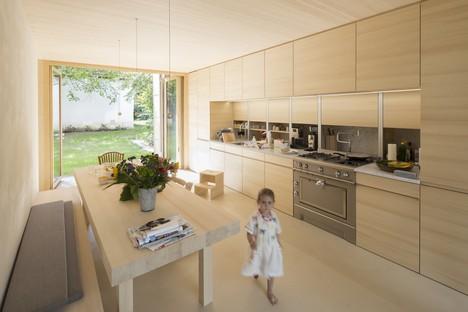 Le cabinet juri troy architects réalise une nouvelle habitation dans un streckhof autrichien