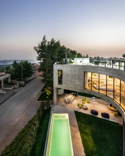 Le cabinet LEFT Architects réalise l'Out-to-Out House à Faqra (Liban)