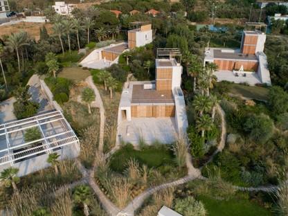 Hashim Sarkis réalise des maisons de vacances à Amchit au Liban : les Courtowers