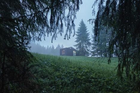 Ark Shelter Studio signe Into The Wild, un ouvrage modulaire pensé pour les escapades dans la nature.