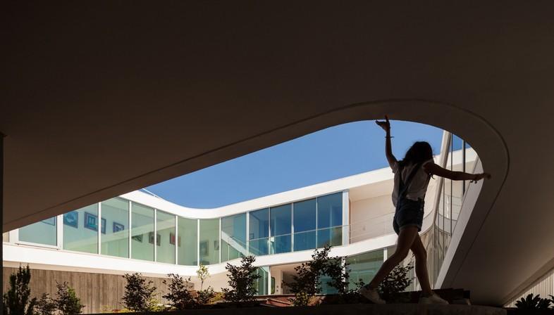 Costa Lima signe la maison de l'astrologue à Estoril (Portugal)