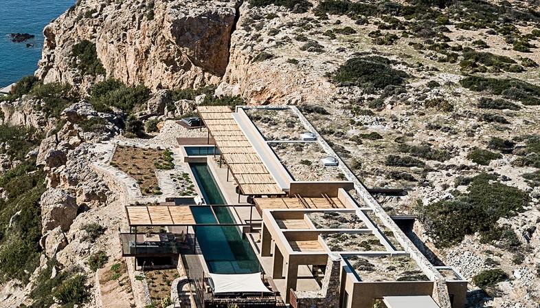 Paly Architects signe une résidence de luxe en bord de mer à Livadia en Crète