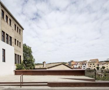 Taller 9s transforme l'usine à papier Cal Xerta à Sant Pere de Riudebitlles (Barcelone)