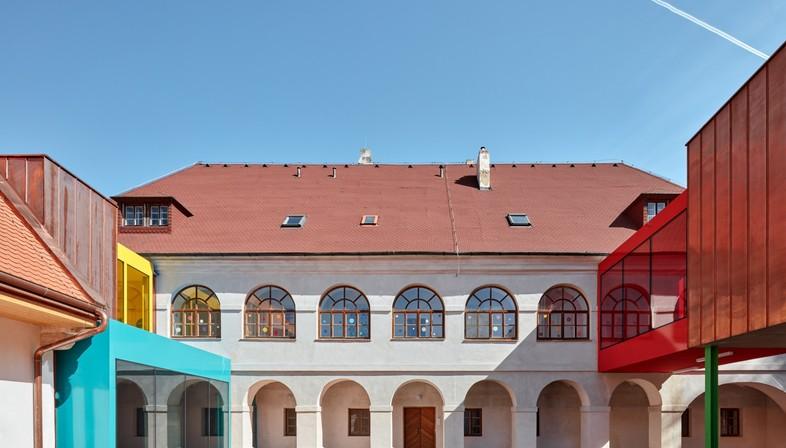 Public Atelier+FUUZE : Agrandissement de l'école Vřesovice