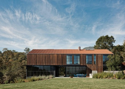 Faulkner signe la Big Barn, une bunkhouse de villégiature dans la Napa Valley