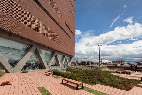 Le cabinet El Equipo Mazzanti signe l'agrandissement de la Fondation Santa Fe à Bogota