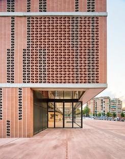 AIA+Barceló-Balanzó+GGG réalisent le centre sportif Camp del Ferro à Barcelone