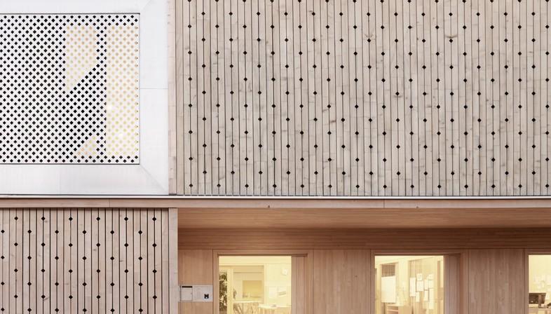 Innauer Matt Architekten signe le jardin d'enfants « Am Engelbach » à Lustenau