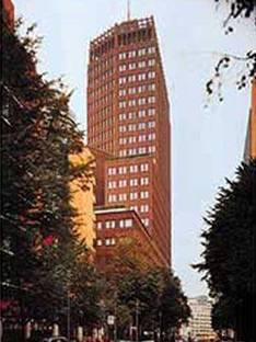 Hans Kollhoff: Tour pour bureaux,<br> Potsdamer Platz, Berlin, 1997-2000
